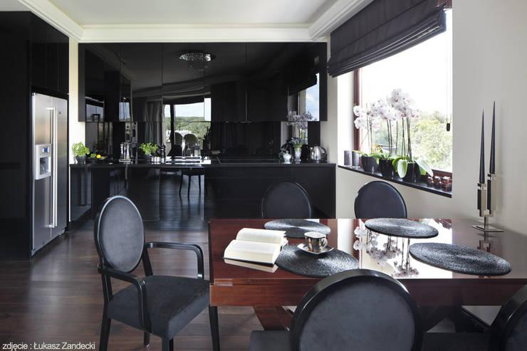 Apartament inspirowany Art Deco: styl , w kategorii Jadalnia zaprojektowany przez Pracownia Projektowa Pe2