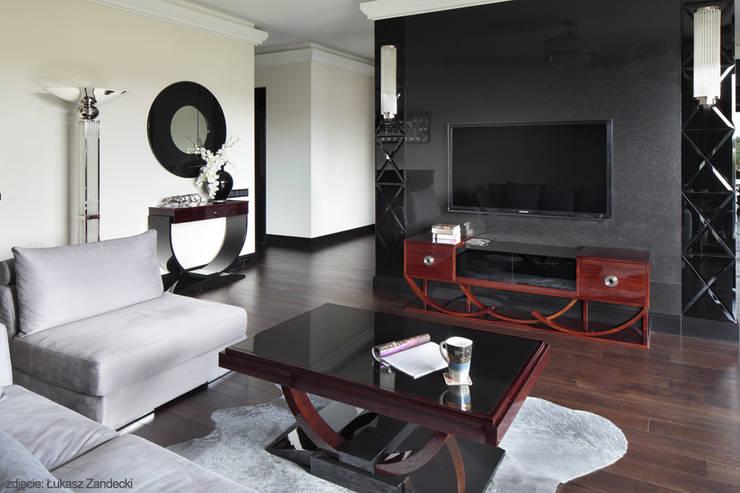 Apartament na Mokotowie inspirowany Art Deco: styl , w kategorii Salon zaprojektowany przez Pracownia Projektowa Pe2