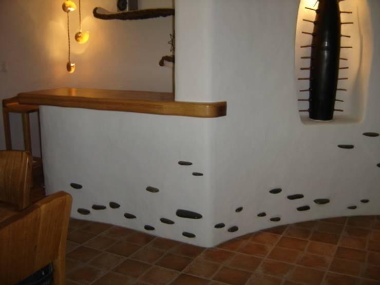 Detalle en pasillo: Pasillos y recibidores de estilo  por Cenquizqui