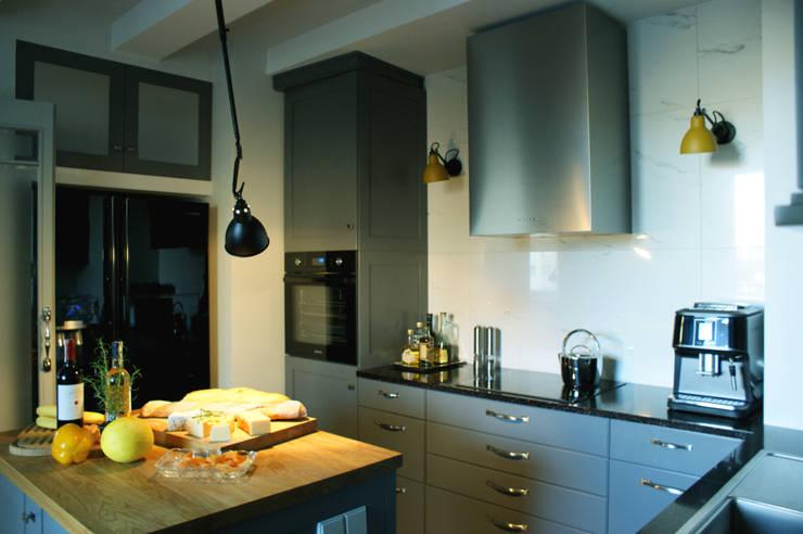 kuchnia indygo: styl , w kategorii Kuchnia zaprojektowany przez Pracownia Projektowa Pe2