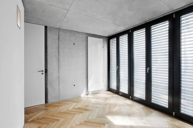 Erweiterung eines Einfamilienhauses in Ratingen:  Schlafzimmer von Oliver Keuper Architekt BDA
