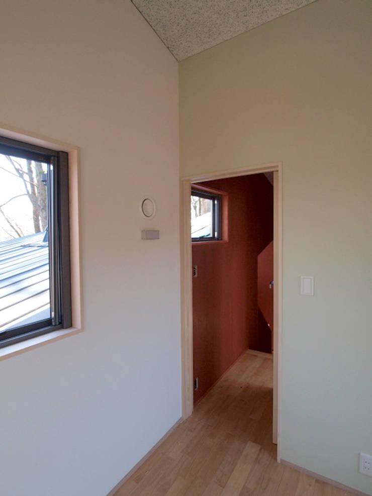 壁の色三色: 大庭建築設計事務所が手掛けた子供部屋です。