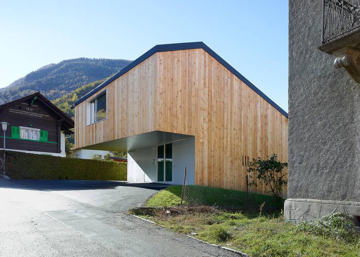 MMR _ maison à réchy: Maisons de style de style Moderne par évéquoz ferreira architectes