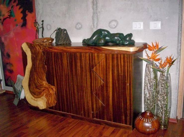 Comoda: Vestíbulos, pasillos y escaleras de estilo  por Cenquizqui