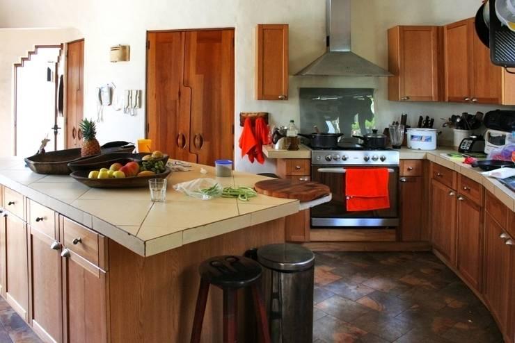 Cocina : Cocina de estilo  por Cenquizqui