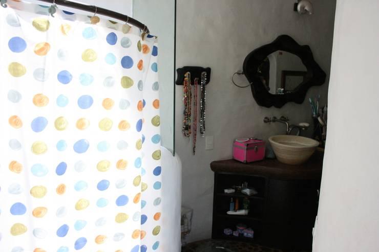 Recamara Primer Piso: Baños de estilo  por Cenquizqui