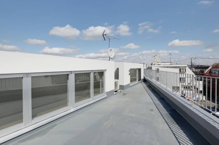 Hiên, sân thượng by 仲摩邦彦建築設計事務所 / Nakama Kunihiko Architects