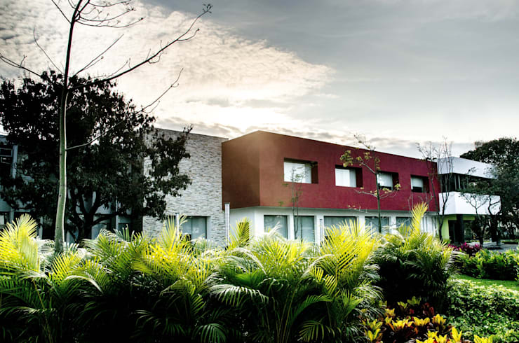Fachada: Casas de estilo  por ARKOT arquitectura + construcción