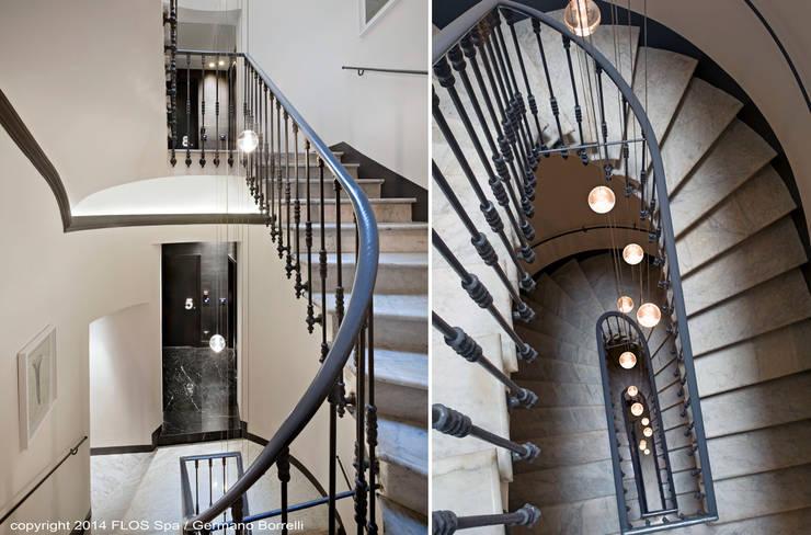 Le scale: Ingresso, Corridoio & Scale in stile  di CaberlonCaroppi ItalianTouchArchitects