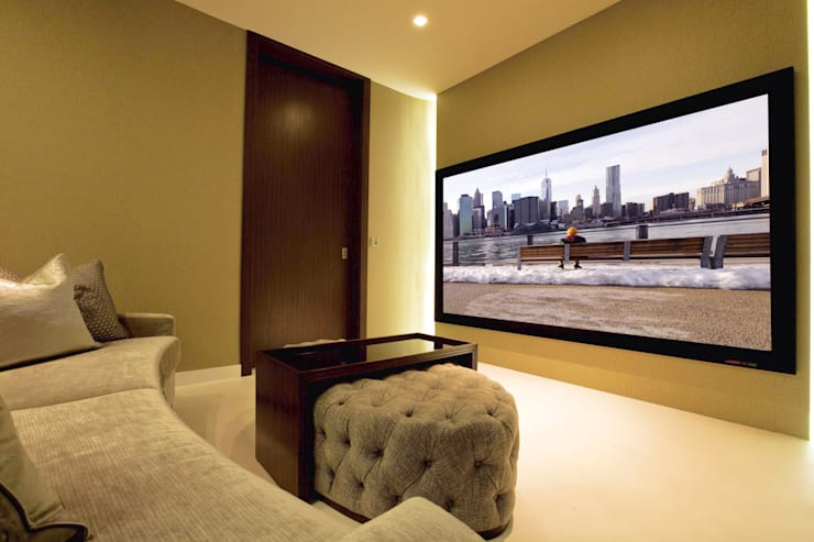 Large projector screen: modern Media room by Finite Solutions