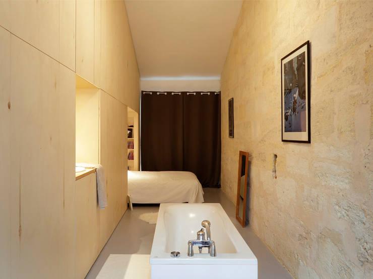 Maison étroite - Brachard de Tourdonnet architectes - Jean-Christophe Garcia photographe: Chambre de style  par brachard de tourdonnet