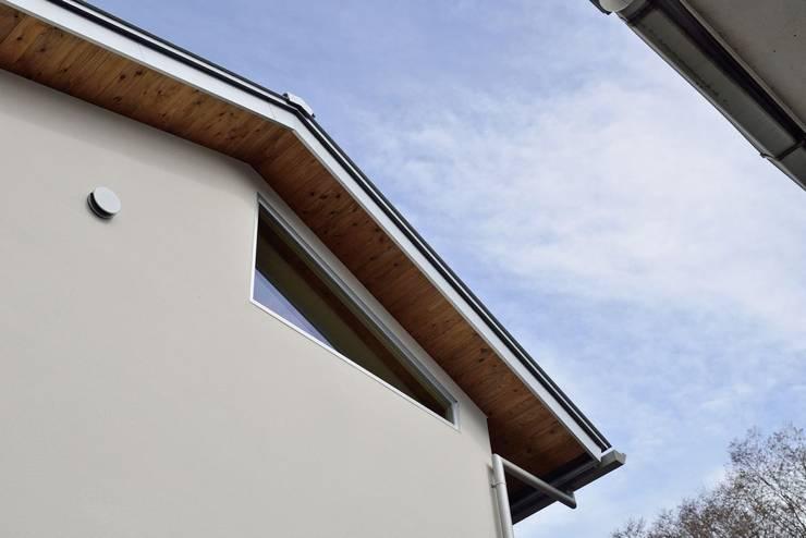 FIX採光窓: アトリエdoor一級建築士事務所が手掛けた家です。,モダン