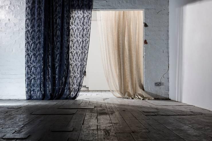 Janelas e portas modernas por MYB Textiles