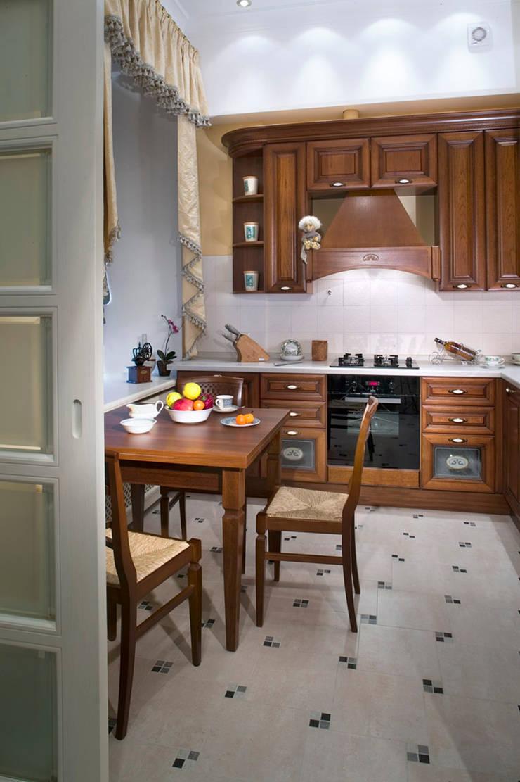 Квартира в классическом стиле: Кухни в . Автор – Fusion Design