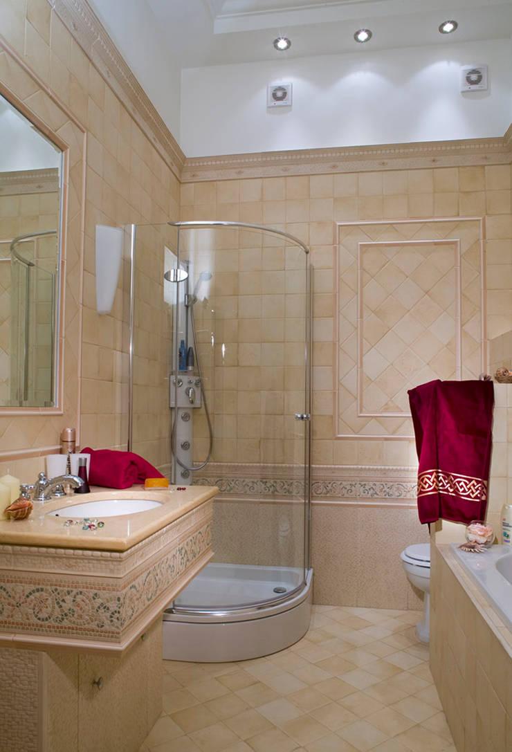 Квартира в классическом стиле: Ванные комнаты в . Автор – Fusion Design