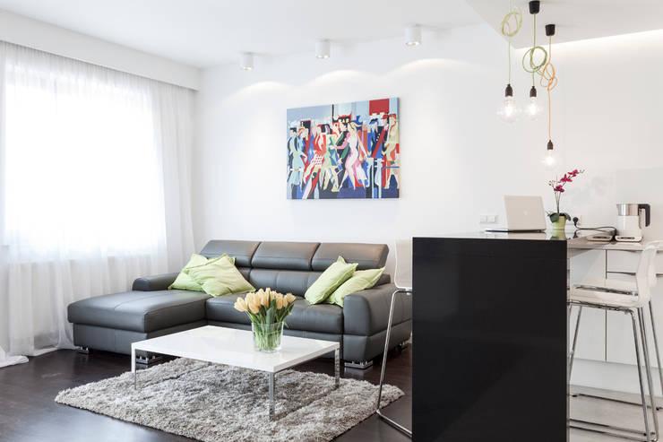 Salon z aneksem kuchennym: styl , w kategorii Salon zaprojektowany przez KODO projekty i realizacje wnętrz