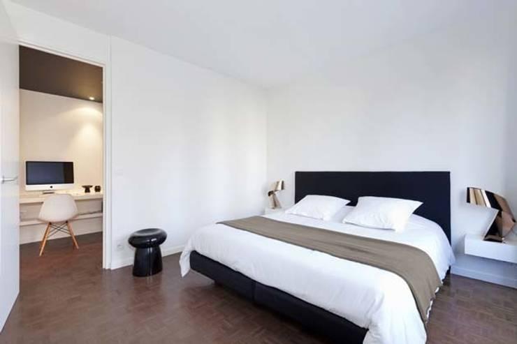 Un appartement qui respire - La suite parentale: Chambre de style de style Minimaliste par a-sh