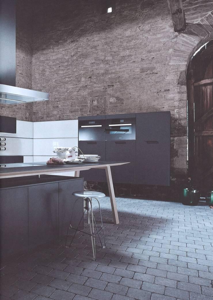 NX500 indigoblauw :  Keuken door Eiland de Wild Keukens