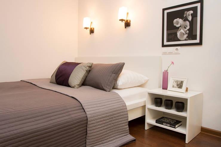 Декор квартиры - студии в Москве: Спальни в . Автор – L'Essenziale Home Designs