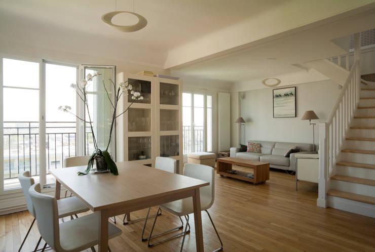 Un Duplex revisité -Neuilly: Salle à manger de style de style Moderne par ATELIER FB