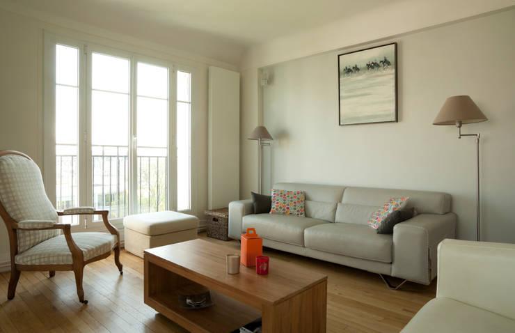 Un Duplex revisité -Neuilly: Salon de style de style Moderne par ATELIER FB