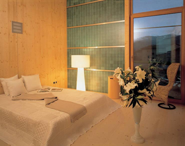 Solarhaus III in Ebnat-Kappel CH, 2000:  Schlafzimmer von Dietrich Schwarz Architekten AG