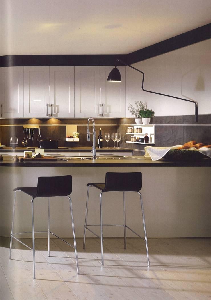 Cocinas de estilo  de Eiland de Wild Keukens, Moderno