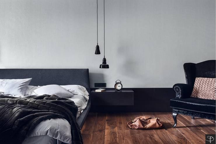 Wielkomiejski eklektyzm: styl , w kategorii Sypialnia zaprojektowany przez Studio Potorska