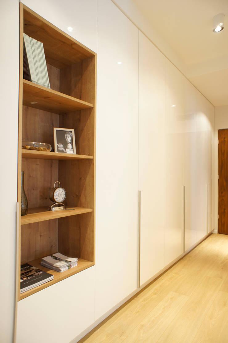 wnętrze mieszkania 68 m2: styl , w kategorii Korytarz, przedpokój zaprojektowany przez Mootic Design Store