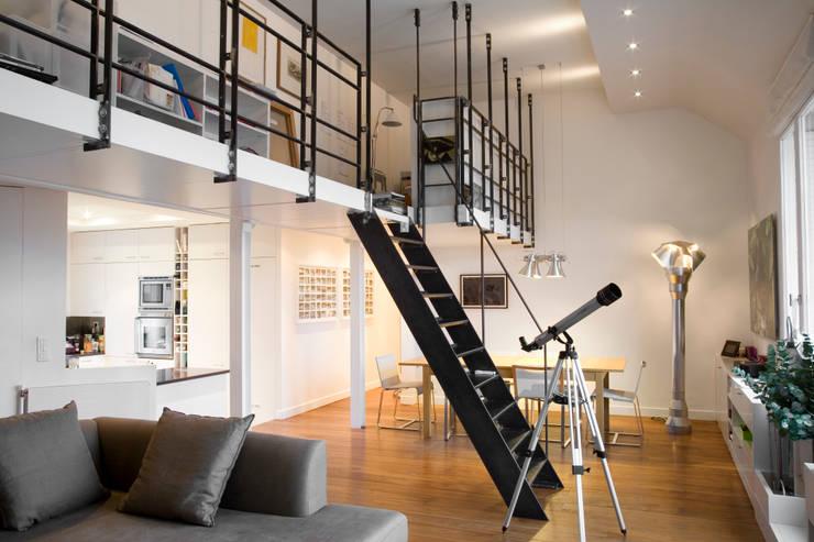 Appartement familial atypique : réaménagement de chambres de services-Paris-16e : Salle à manger de style  par ATELIER FB,