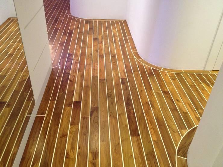 Apartament Waterlane Gdańsk: styl , w kategorii Korytarz, przedpokój zaprojektowany przez Ostańska design,