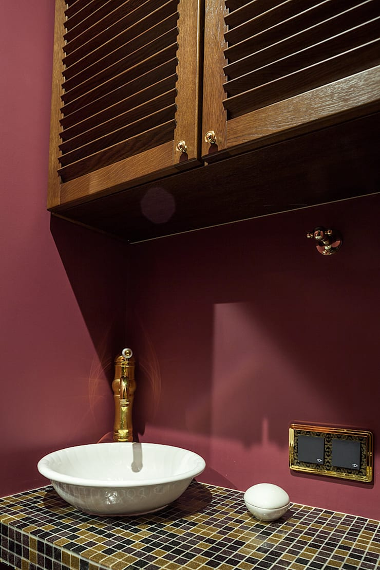 Классика с элементами Ар-деко.: Ванные комнаты в . Автор – InScale