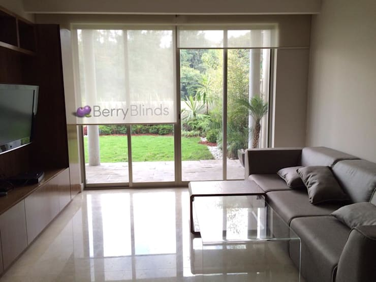 Janelas e portas  por BERRY BLINDS INTERIORISMO