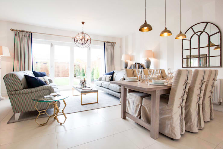 Montford Place:  Living room by Etre