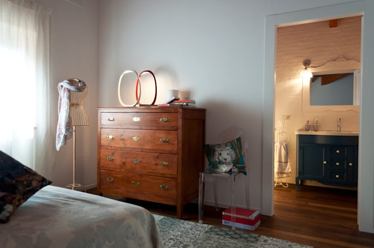 Dormitorios de estilo moderno de Perla Arredamenti