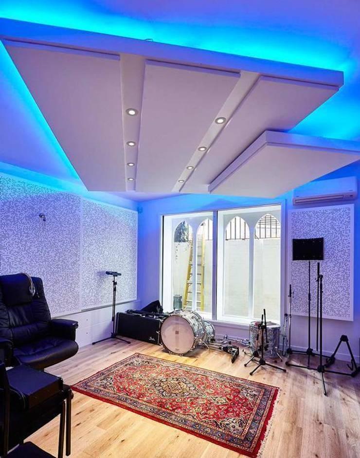 Acondicionamiento acústico de un estudio de grabación: Estudios y despachos de estilo  de SPIGOGROUP