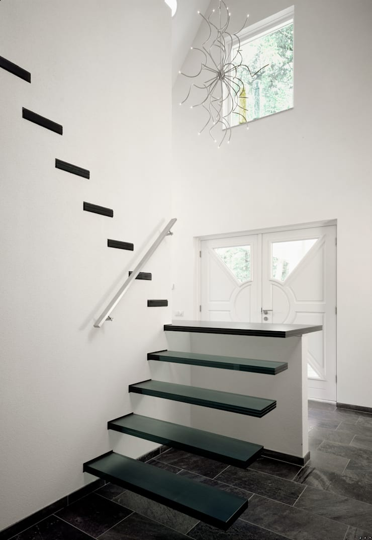 Floating Stairs Glass TRE107:   door EeStairs | Stairs and balustrades, Minimalistisch Glas