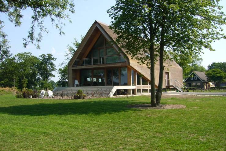 Woning te Gytsjerk:  Huizen door Dorenbos Architekten bv, Modern