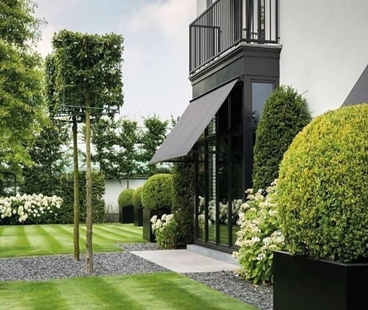 Ein eleganter klassischer Garten:  Garten von Paul Marie Creation