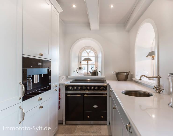 ห้องครัว โดย Immofoto-Sylt, คันทรี่