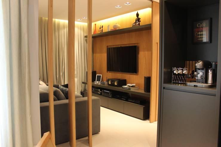 modern Media room by ALME ARQUITETURA