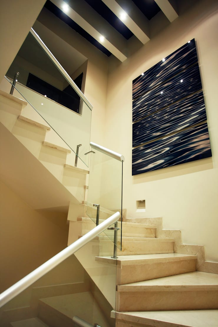 Casa Tecamachalco: Pasillos y recibidores de estilo  por Concepto Taller de Arquitectura