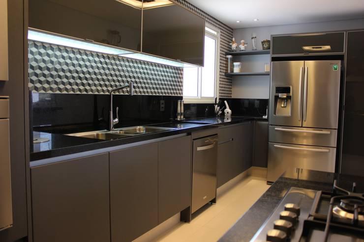Cocinas de estilo moderno por ALME ARQUITETURA