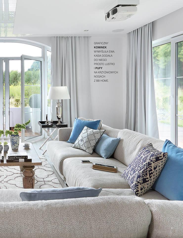 Romantyczne błękity: styl , w kategorii  zaprojektowany przez EVOLUXURY DESIGN,Klasyczny