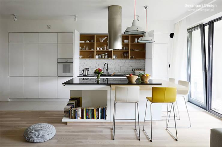 Cocinas de estilo  de Devangari Design, Escandinavo