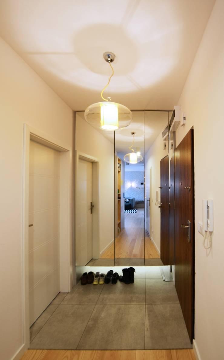 Pasillos y vestíbulos de estilo  de Devangari Design, Escandinavo