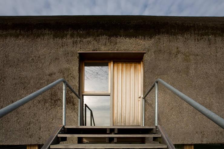 Woning te Gytsjerk: moderne Huizen door Dorenbos Architekten bv