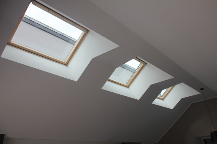 Trio de velux: Fenêtres de style  par Fabrick d'Architecture Nantaise