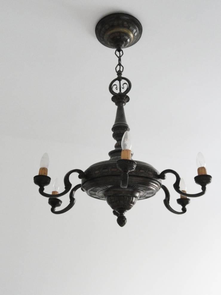 Kamienica na Puławskiej : styl , w kategorii Salon zaprojektowany przez Devangari Design,