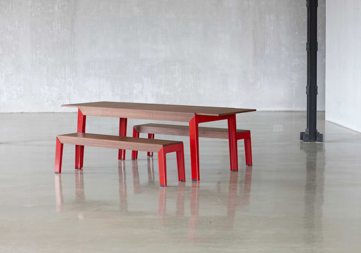 Masina:  Dining room by Juhos Design Studio